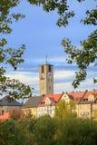 Stadstorn med klockan och gamla byggnader, träd Royaltyfria Foton