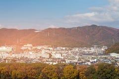 Stadsuppehåll i berg arkivfoton