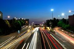 Stadsväg på natten Arkivfoton