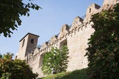 Stadsvägg med tornet och murar med tinnar i Cittadella, Ital royaltyfri foto