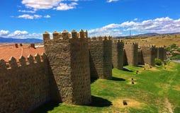 Stadsväggar av Avila, Spanien royaltyfri foto