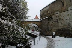 Stadsväggar Strada Dupa Ziduri i Brasov Arkivbild