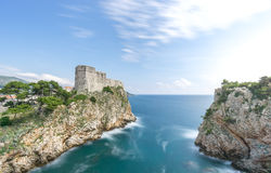 Stadsväggarna av Dubrovnik och porten av Kolorina Arkivfoton