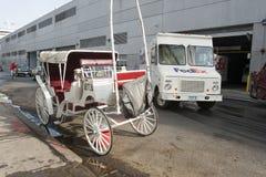 Stadsvagn som parkeras i Manhattan royaltyfria bilder