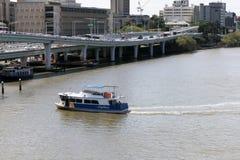 Stadsveerboot in Brisbane, Zuidenbank, Australië op zonnige heldere D stock foto's