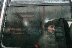 Stadsverkeer in de winter Royalty-vrije Stock Afbeeldingen