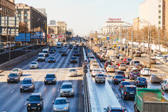 Stadsvervoer op Leningradskoye-weg Stock Afbeelding