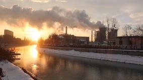 Stadsverwarmingsinstallatieselektrische centrale stock footage