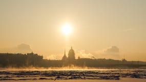 Stadsvinterlandskap Vinter St Petersburg Frostig dag på floden Neva Vinter Ryssland Arkivbilder