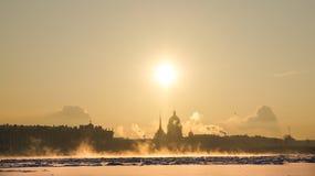 Stadsvinterlandskap Vinter St Petersburg Frostig dag på floden Neva Vinter Ryssland Fotografering för Bildbyråer