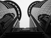 Stadswolkenkrabber binnen van de binnenstad stock afbeelding