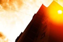 Stadszonsondergang met lichte lekachtergrond Royalty-vrije Stock Afbeelding