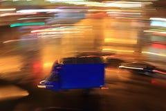 Stadt †‹â€ ‹Lichter in der Bewegung nachts lizenzfreie abbildung