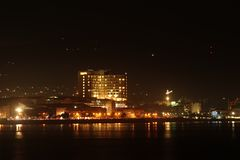 Stadt †‹â€ ‹Nacht voll von Gebäuden stockfotografie