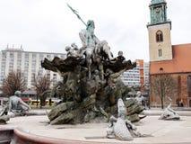 Stadt †‹â€ ‹von Berlin deutschland Panoramas von bildhauerischen Zusammensetzungen und von mittelalterlichen Kirchen im Stadtze lizenzfreies stockfoto