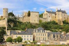 Stadt-Ansicht und Festung Chinon frankreich stockbilder