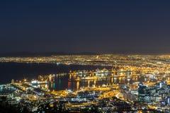 Stadt-Ansicht von Cape Town-Nachtzeit lizenzfreie stockbilder