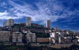 Stadt auf dem Hügel Stockfoto