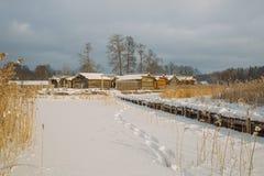 Stadt auf dem Wasser Lettischer Winter, Schnee und Frischluft Lizenzfreies Stockbild