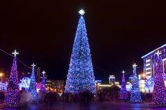 Stadt auf Weihnachten lizenzfreie stockfotografie