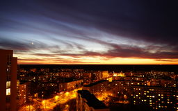 Stadt bis zum Nacht Lizenzfreies Stockfoto