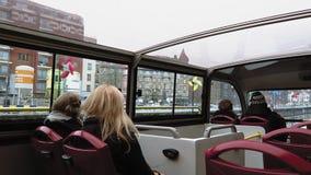Stadt Brüssels, Belgien Besichtigung Hopfen-auf Hopfen-Wegservice-Bus stock footage