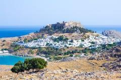 Stadt in den Bergen Lindos, Griechenland Lizenzfreies Stockbild