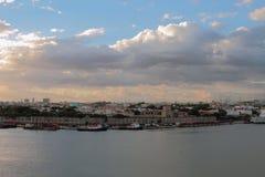 Stadt in der Flussmündung von Ozam Santo Domingo, Dominicana Lizenzfreie Stockbilder