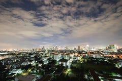 Stadt in der hellen Nacht Lizenzfreie Stockfotos