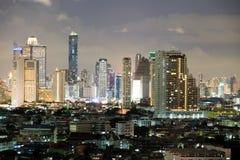 Stadt in der hellen Nacht Stockfoto