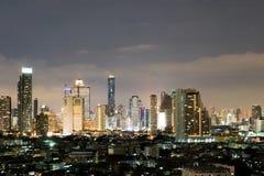 Stadt in der hellen Nacht Lizenzfreie Stockfotografie