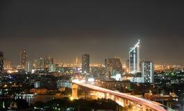 Stadt in der hellen Nacht Lizenzfreie Stockbilder