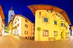 Stadt der Straßen-Abendansicht Kastelruth Castelrotto Stockfotos