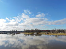 Stadt des Flusses Atmata und Rusne Stockfotografie