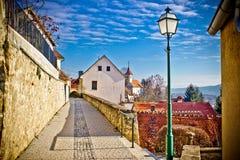 Stadt des Varazdinske toplice Gehwegs stockfotos