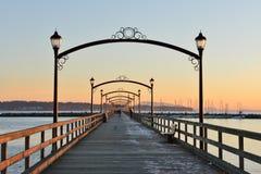 Stadt des weißen Felsen-Piers bei Sonnenuntergang Stockbild