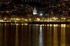 Stadt durch das Meer Lizenzfreie Stockfotos
