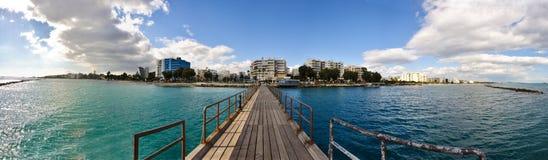 Stadt durch das Meer Lizenzfreie Stockfotografie