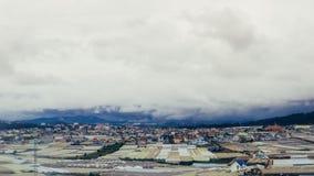 Stadt in einem Berg lizenzfreie stockfotos
