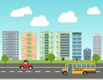 Stadt eingestellt mit Schulbus, Straße und Gebäuden Stadtstra?e panoramisch Flache Artillustration des Vektors lizenzfreie abbildung