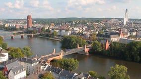 Stadt, Fluss und Brücken Frankfurt-am-Main, Deutschland stock video