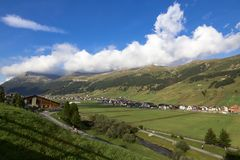 Stadt am Fuß der Berge, Livigno, Italien Lizenzfreie Stockfotos