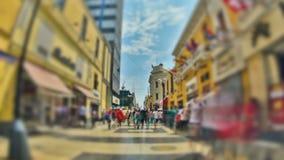 Stadt-Fußgängerverkehrs-Zeitspanne HDR Bewegen aus Lima stock footage