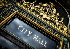 Stadt Hall Sign stockbilder