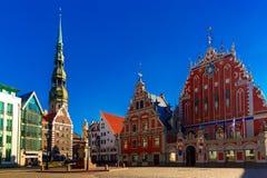 Stadt Hall Square in der alten Stadt von Riga, Lettland lizenzfreie stockfotografie