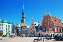 Stadt Hall Square Latvian Ratslaukums ist eine des zentralen squ lizenzfreie stockfotografie