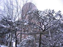 Stadt im Schnee. Lizenzfreies Stockfoto