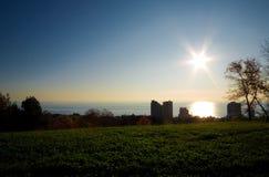 Stadt im Sonnenuntergang Lizenzfreies Stockfoto