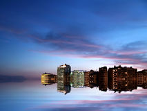 Stadt-Küste bis zum Night stockfotografie