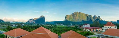 Stadt KoaChang und Phangnga, Thailand, Panoramaansicht Vektor Abbildung